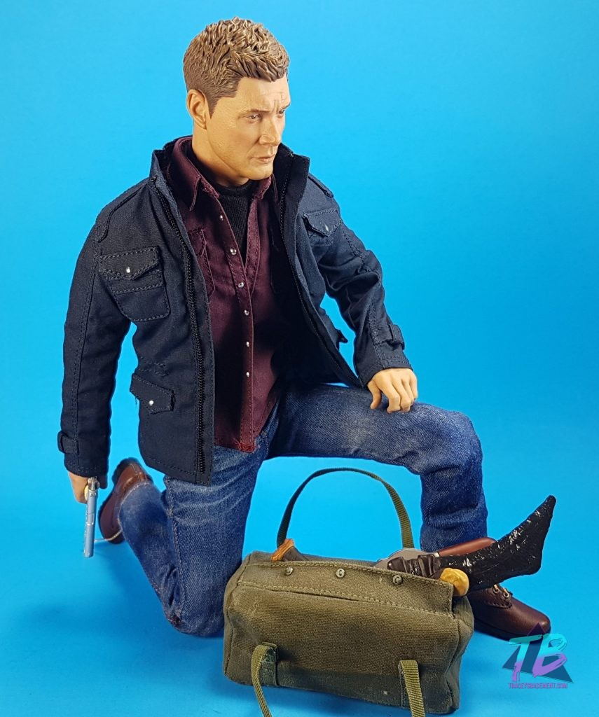 QmX-Quantum-Mechanix-Master-Series-6th-Scale-Figure-Supernatural-SPN-Dean-Winchester-Jensen-Ackles-Join-the-Hunt-Kneeling-with-Colt-and-Weapons-Bag-855x1024 AMAZING Dean Winchester 6th Scale from QmX! Videos